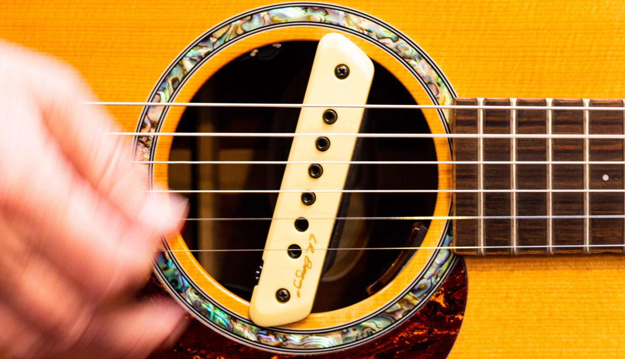 LR Baggs M1 Active Magnetic Acoustic Guitar Soundhole Pickup